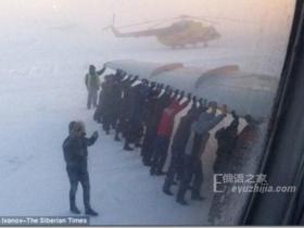 这就是俄罗斯!!战斗民族告诉你,除了飞机还能推火车!(多图)