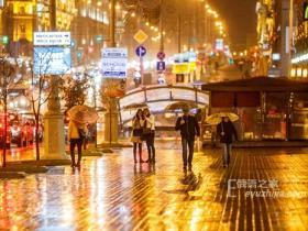 白俄罗斯首都的秋天 金黄夜色下的明斯克(minsk)
