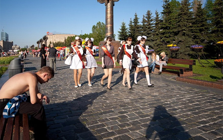 又是一个毕业季的到来,俄罗斯高中生毕业狂欢