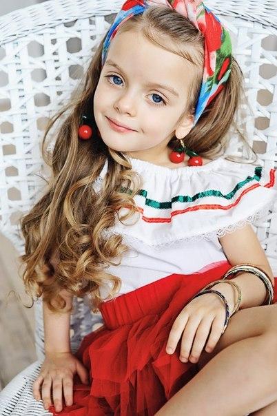 俄罗斯小美女模特 写真照片风靡全球
