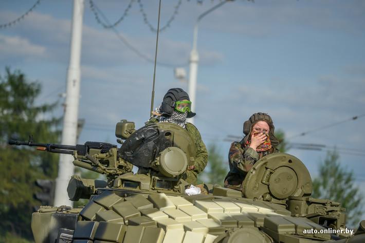 装甲车等重型武器惊现白俄罗斯首都明斯克街头(二)