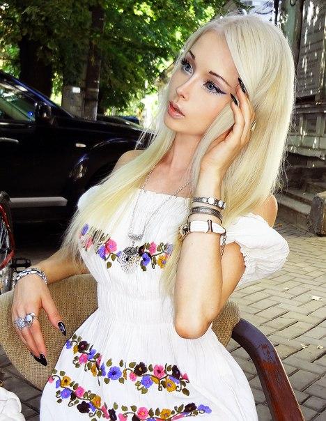 乌克兰芭比娃娃风靡网络 曾来中国车展赚外快