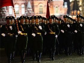 太帅了!中国人民解放军在莫斯科街头胜利日阅兵彩排