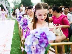 中俄浪漫跨国婚姻 重庆小伙子迎娶俄罗斯姑娘