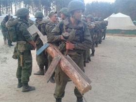看看俄罗斯军队里如何惩罚抓住抽烟的士兵