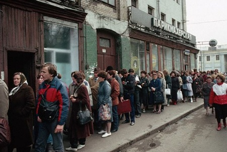 排队!排队!!俄罗斯人排队习惯从苏联时期就有