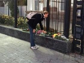 乌克兰及其他俄语区国家民众悼念俄罗斯空难遇难者