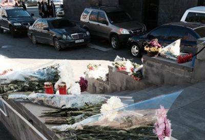 亚美尼亚民众悼念俄罗斯空难的遇难者