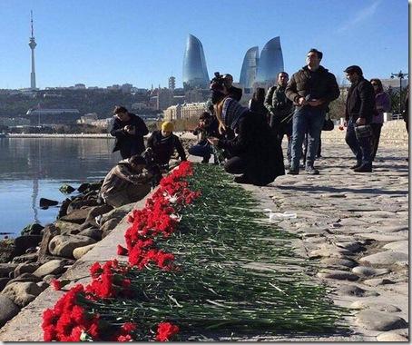 阿塞拜疆石油钻井平台发生大火并爆炸 数人遇难
