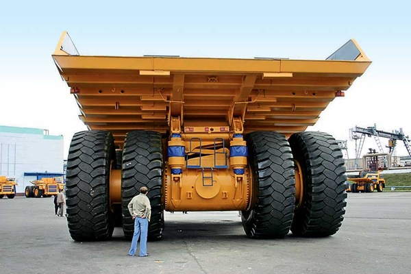 来自白俄罗斯的庞然大物 别拉斯矿用汽车