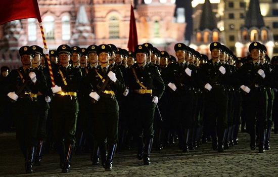 太帅了!中国人民解放军仪仗队在俄罗斯胜利日阅兵彩排