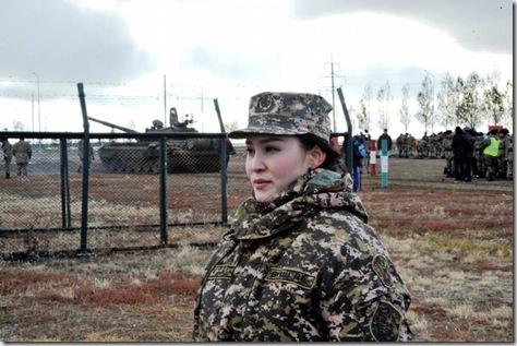 罕见!来自邻国哈萨克斯坦的漂亮女兵
