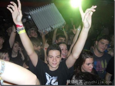 摇滚吧!俄罗斯露天摇滚音乐节火爆场面