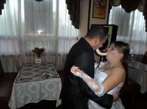 大开眼界~俄罗斯婚礼风俗上也有恶搞!