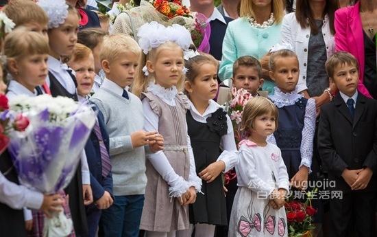 带你看看白俄罗斯小学生开学典礼(多图)